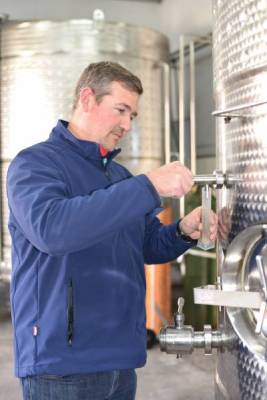 b2ap3_thumbnail_Fryers-Cove-winemaker2.JPG